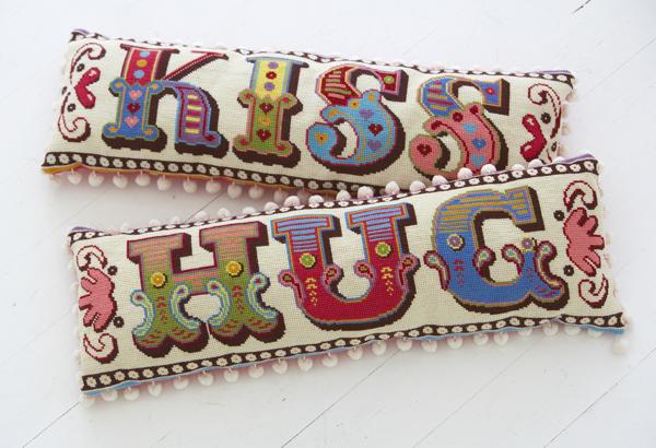 hug_and_kiss_cushions