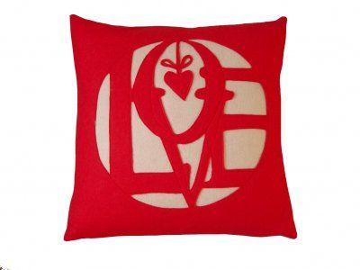 153718_felt LOVE cushion