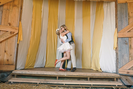 12-circus-wedding-kiss_sm