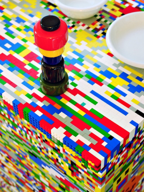 Pics-Kitchen-Island-Made-of-20000-Lego-Bricks-3
