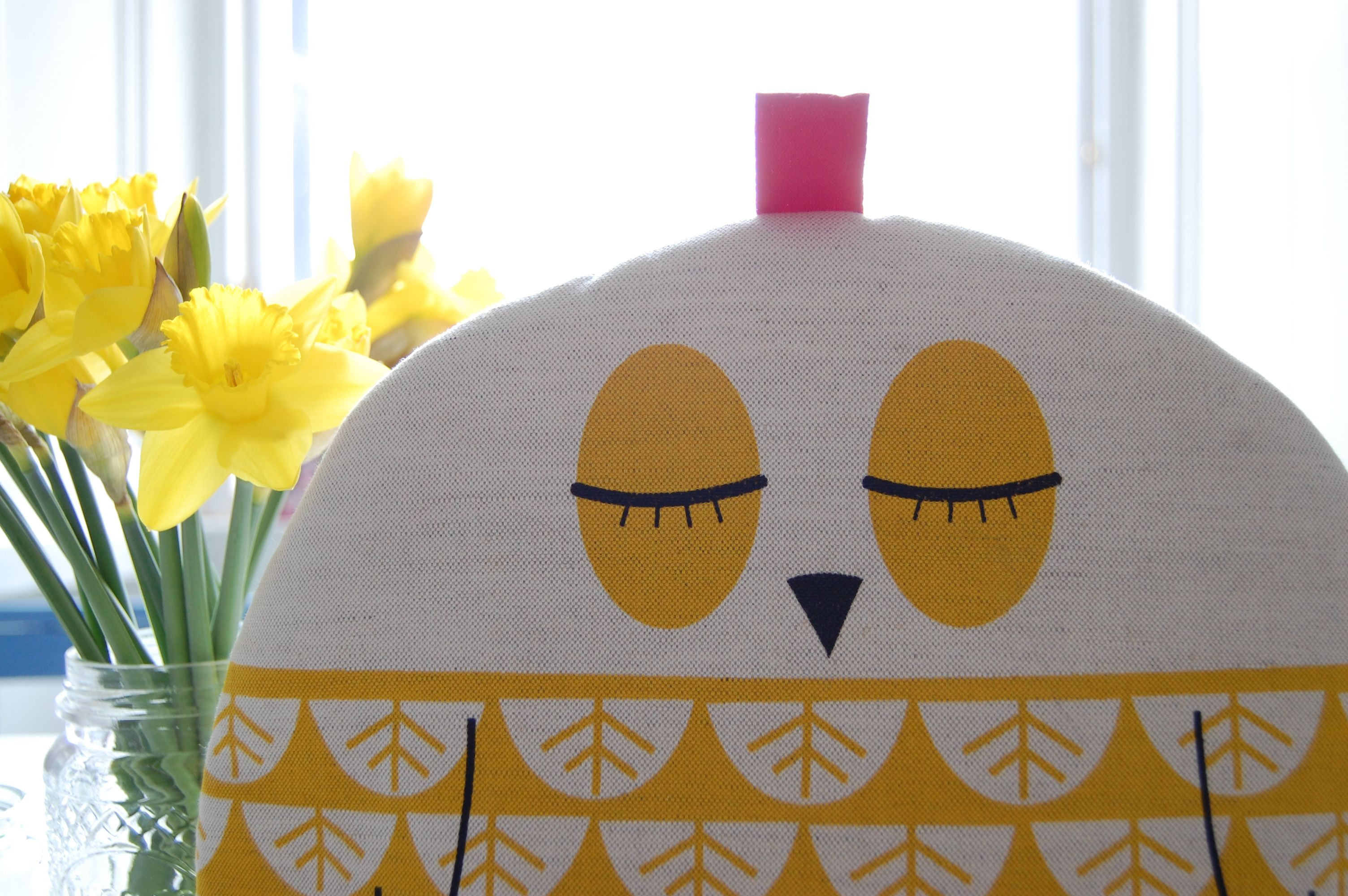 owl cp Tea cosy (and cupcake) love
