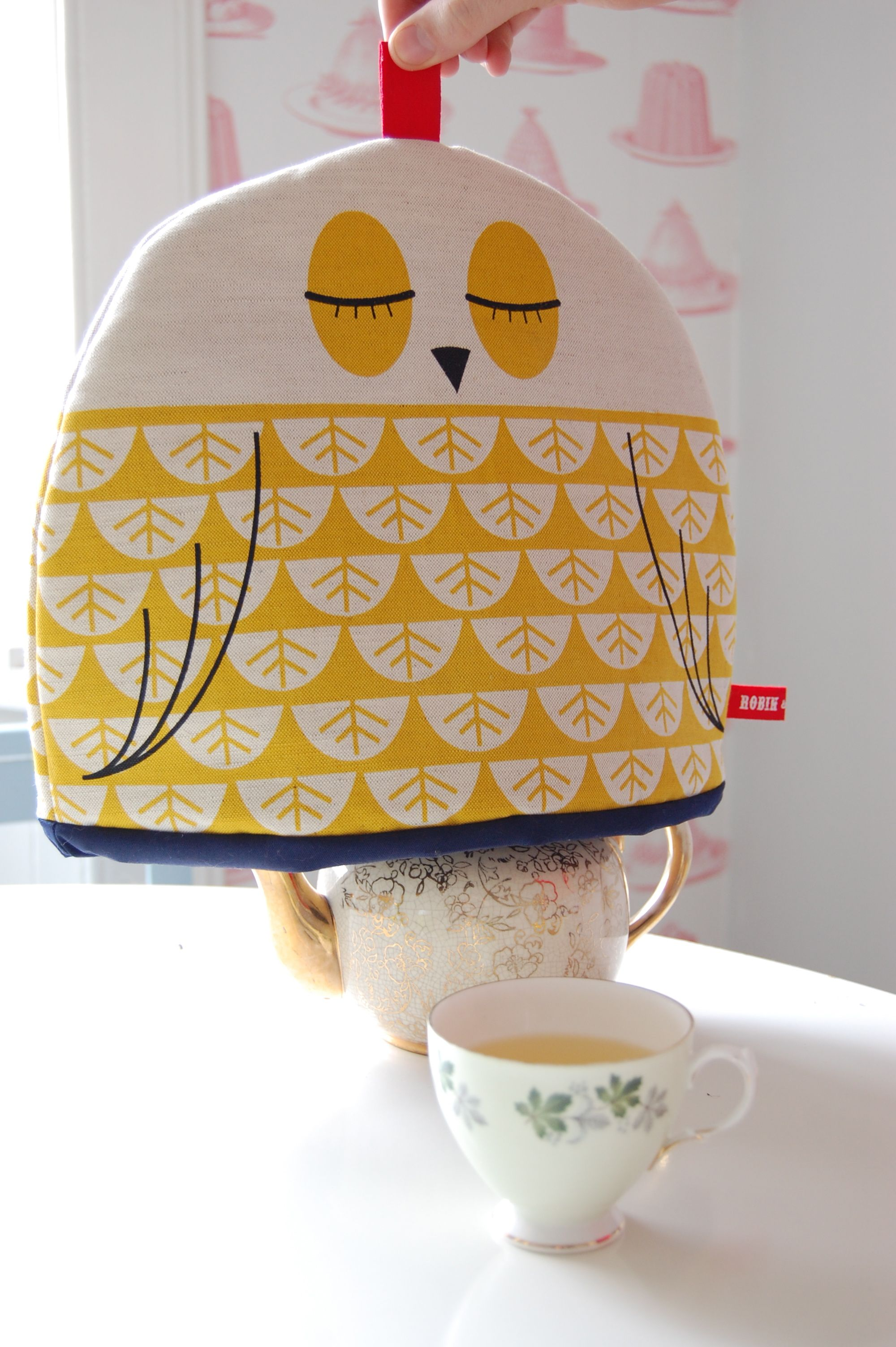 owl pot cp Tea cosy (and cupcake) love